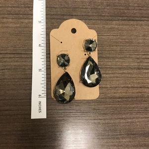 Jewelry - Elegant gray drop / dangle earrrings